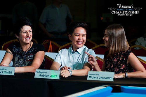 Amit enjoys the company of UK's Kelly Fisher and South American Champion Mirjana Grujicic during the World Championship Press Con