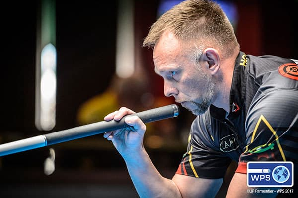 Multi-world champion Thorsten Hohmann of Germany won two matches on Sunday to secure his spot in the final 16.